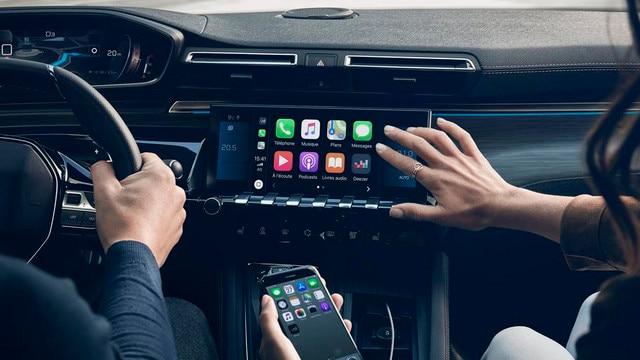 Nouvelle berline PEUGEOT 508, l'écran tactile capacitif 10 pouces, fonction Mirror Screen et navigation 3D connectée avec reconnaissance vocale.