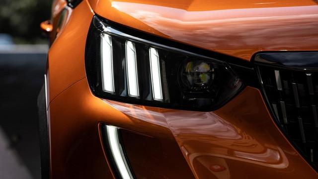 Nouveau SUV PEUGEOT 2008 : projecteurs Full LED à triple griffes