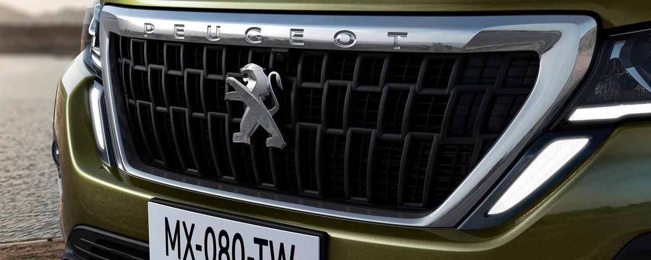 Nouveau pick-up PEUGEOT LANDTREK Multipurpose 4x4 double cabine calandre vertical caméra 360