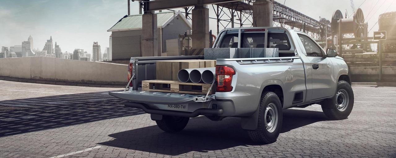 Nouveau pick-up PEUGEOT LANDTREK Workhorse simple cabine plus grande benne du marché